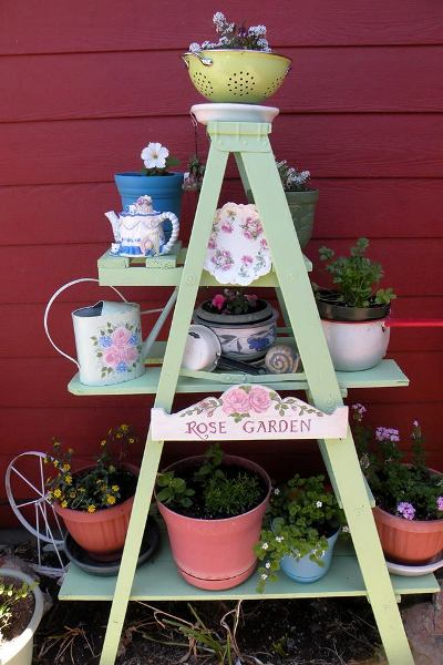 Make Debbi Oeltjen's ladder plant stand