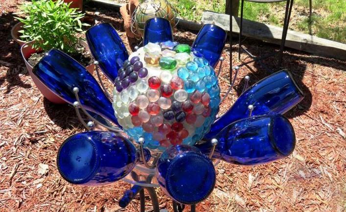 Nell's glassy globe flower