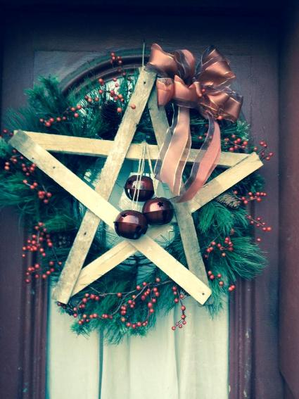 Myra Glandon‎'s wreath is a star