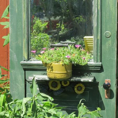 The witty wonderous wickline 39 s garden flea market gardening for Garden idea ht 450