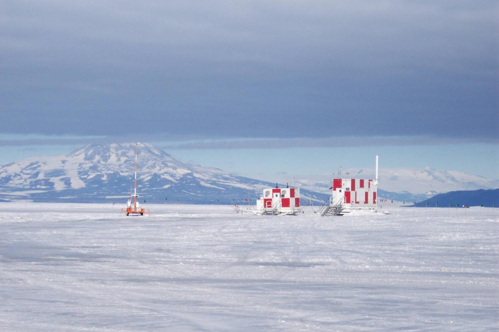 U.S.-Navy-FM20-SS-Skid-System-Antarctica-Airfield-e1432080862975