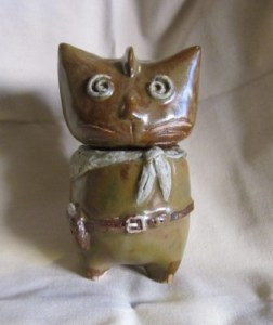 Cat with pearl handled six shooter
