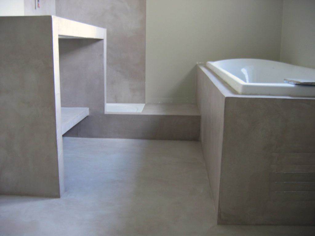 Salle de bain beton cire flore molinaro - Enduit beton salle de bain ...
