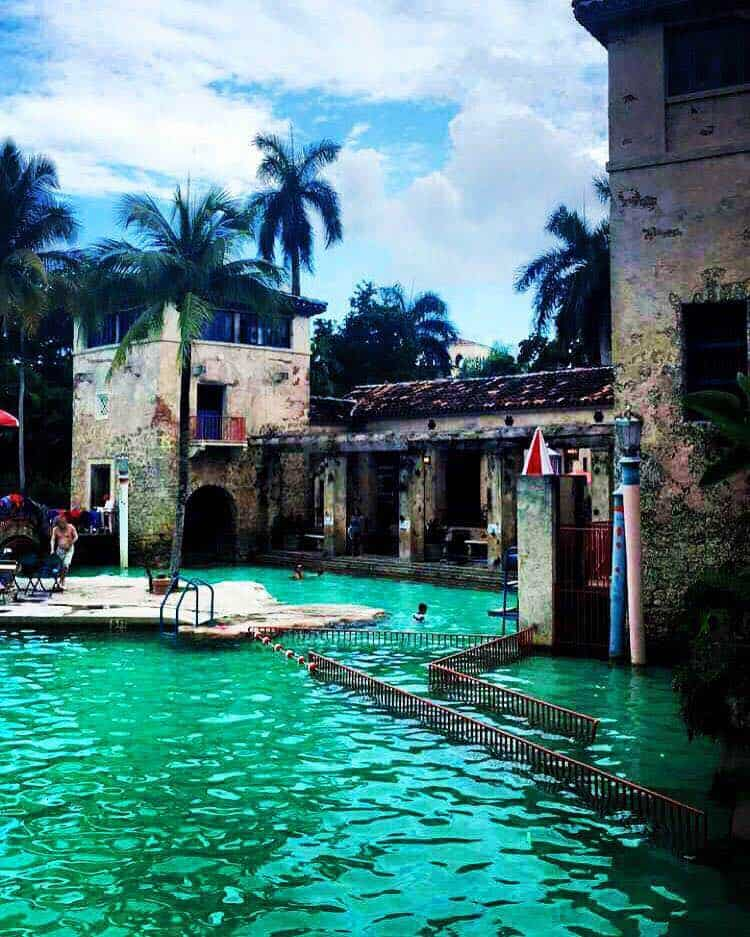 Coral gables venetian pool a tropical vacation florida for Pool show coral gables