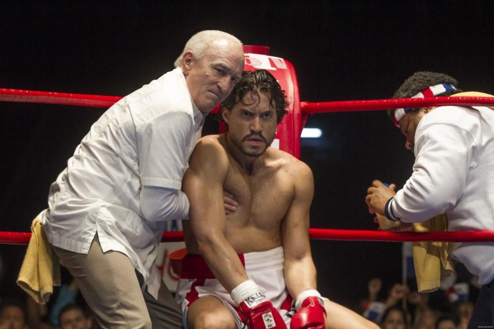 (L-R) Robert De Niro and Édgar Ramírez star in HANDS OF STONE