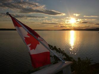 canadablog-20080729_canadiaflagsunss.jpg