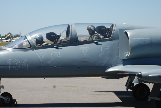 fly fighter jet L39 albatros bordeaux france