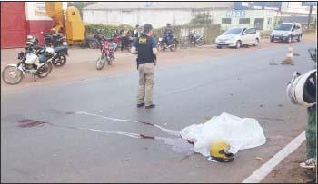 Motociclista-Diego-Vidal-morreu-após-sua-motocicleta-bater-no-meio-fio-em-frente-ao-3º-BPM