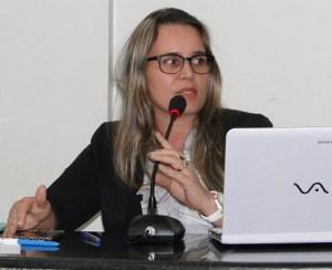 Secretaria de Educação Claudia kummer no legislativo (Foto Juliano Simionato)