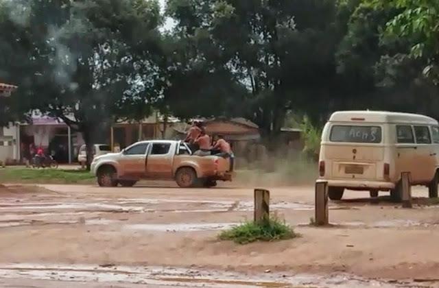 Camionete furtada para fuga com refens