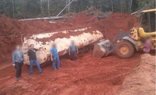 O tanque de um caminhão enterrado na propriedade foi roubado em Cuiabá no dia 28 de novembro de 2014