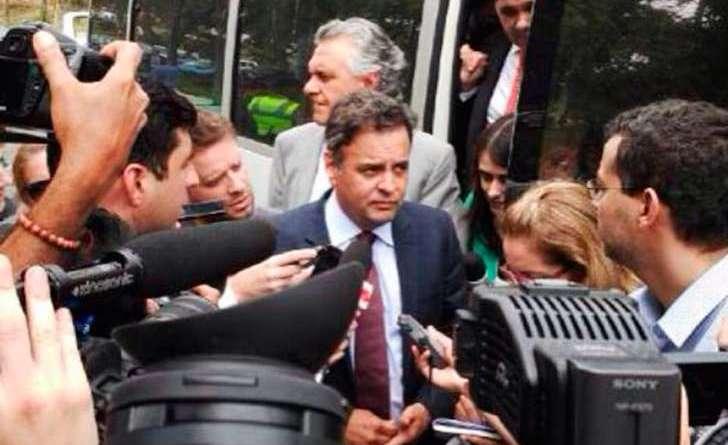 Foto: Twitter/Aécio Na nota, o Itamaraty garante que os parlamentares foram recebidos e tiveram apoio da embaixada brasileira, contrariando as informações divulgadas pelos senadores em Caracas.