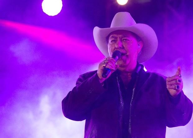 Milionário canta clássicos do sertanejo de raiz na Festa do Peão de Barretos. (Foto: Érico Andrade/G1)
