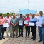 Incra doa 23 veículos a prefeituras do Oeste do Pará (prefeitos recebendo ocuemtno dos Veículos em Santarém-Foto Divulgação INcra)