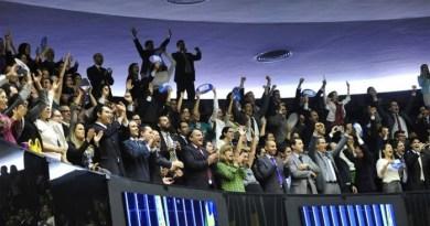Servidores comemoram resultado da votação - Luis Macedo / Agência Câmara