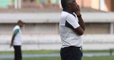 Técnico Cacaio tentou colocar a equipe mais ofensiva na parte final do jogo, mas não consegui chegar ao resultado que esperada (Foto: Cristino Martins)