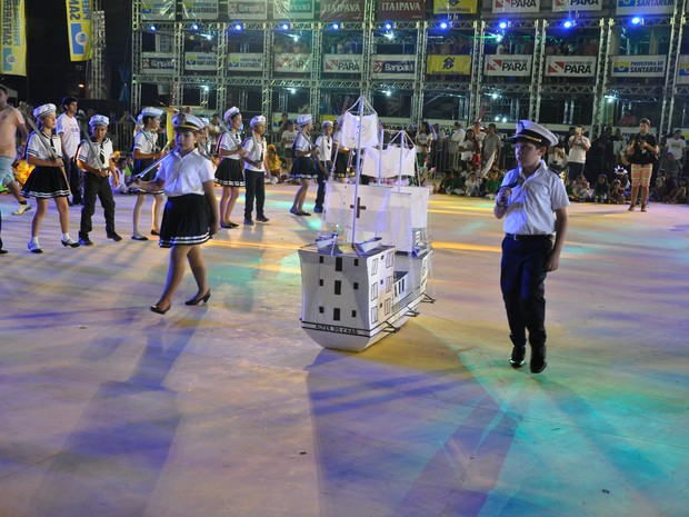 Rito religioso foi realizado no barracão principal da Praça do Sairé (Foto: Kedma Araújo/G1)