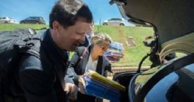 Brasília - Agentes da Polícia Federal recolheram ontem (25) documentos no gabinete do senador Delcídio do Amaral Jose Cruz/Agência Brasil