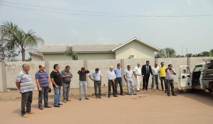 Autoridades participando do manifesto.