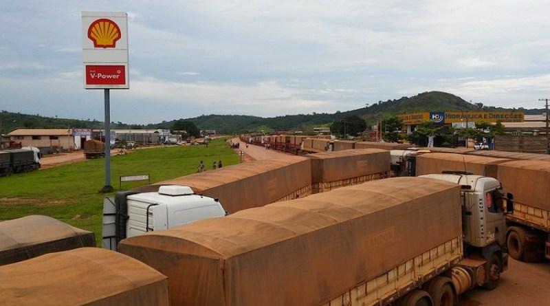 A cidade de Novo Progresso foi tomada por caminhões em todo o perímetro urbano.