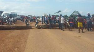 Trabalhadores rurais bloquearam  rodovia