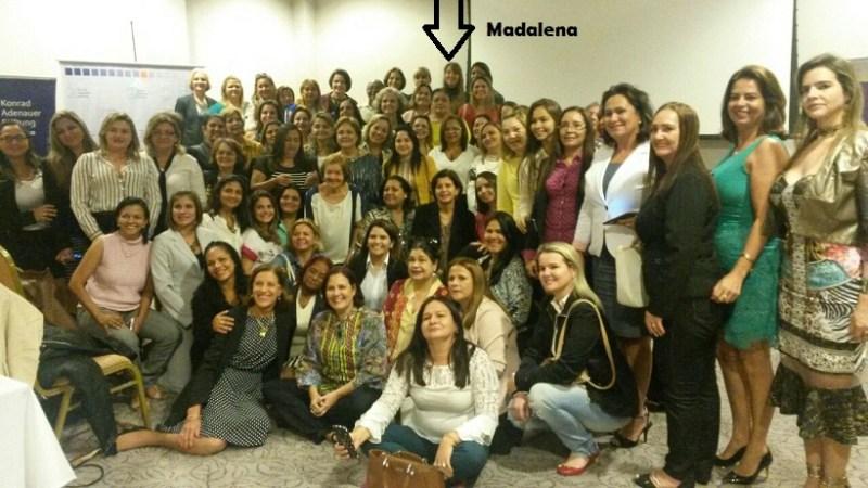 Madalena Hoffman aos fundos (sinalizada)