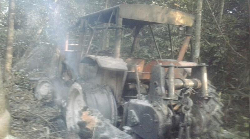 trator queimado pelos fiscais ambientais