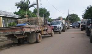 Camionetes F 4000 que fazem fretes para garimpos