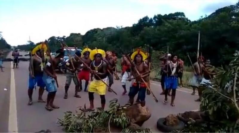 (Foto -Indígenas fecharam rodovia -Bbr-163 em Novo Progresso, arquivo Jornal Folha do Progresso)