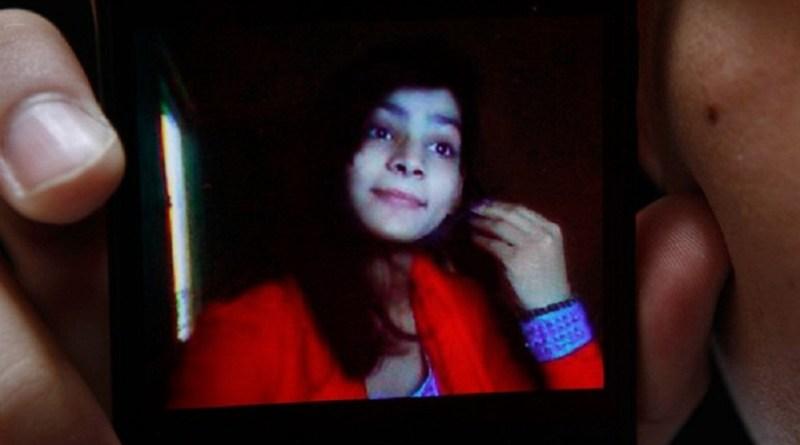 Mãe queimou filha Zeenat Bibi viva por se casar sem permissão no Paquistão (Foto: K.M. Chaudary/AP)