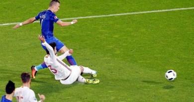 Perisic marca o gol da virada da Croácia Foto: EFE