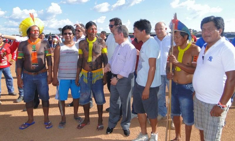 Indígenas Kaiapo com Vice -Governador Zequinha Marinho(Foto Jornal Folha do Progresso)