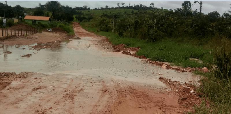 Avenida Brasil (extensão) liga setor industrial , córrego transbordou