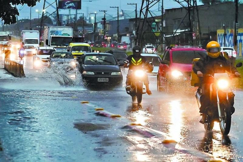 Inmet prevê dias nublados e chuvaradas com raios e trovões durante todo o mês . Fábio Costa / Arquivo O Liberal