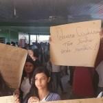 Pais e alunos protestam contra a falta de professores e péssimas condições da escola estadual em Novo Progresso