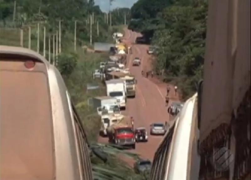Fila de caminhões chega a quase 80km durante protesto na BR-230, no PA