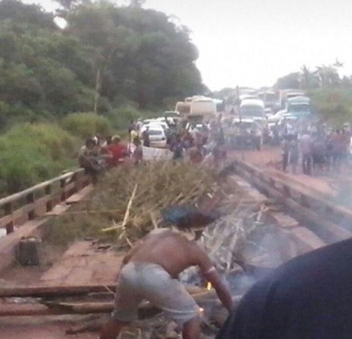 ponte queimada pelos indigenas