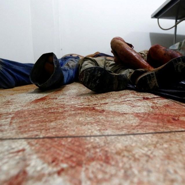 Corpos das vítimas do massacre em fazenda no Pará são vistos em hospital (Foto: Lunae Parracho/Reuters)