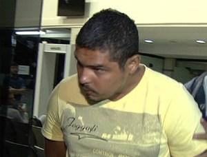 """copiloto """"Fabiano Júnior da Silva""""  Fabiano Júnior da Silva preso pela PF por ser copiloto de avião com 600 kg de cocaína (Foto: Reprodução/TV Anhanguera)"""
