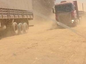 Trecho sem pavimentação da rodovia é tomado por poeira