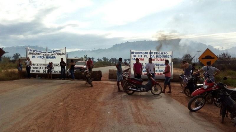 Rodovia Bloqueada no distrito de Caracol(trairão)