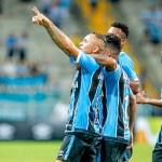 Grêmio derrota o Vitória e mantém perseguição ao Corinthians