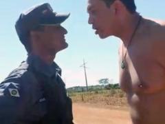 Promotor discutindo com  policial militar.(foto WhatsApp)