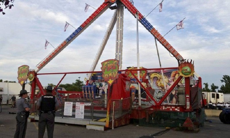 x70753954_Authorities-stand-near-the-Fire-Ball-amusement-ride-after-the-ride-malfunctioned-injuring-s.jpg.pagespeed.ic.HJcF3azWsf