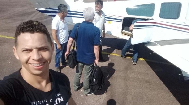 Musico Wilkjer fez selfie no aeroporto de Itaituba.