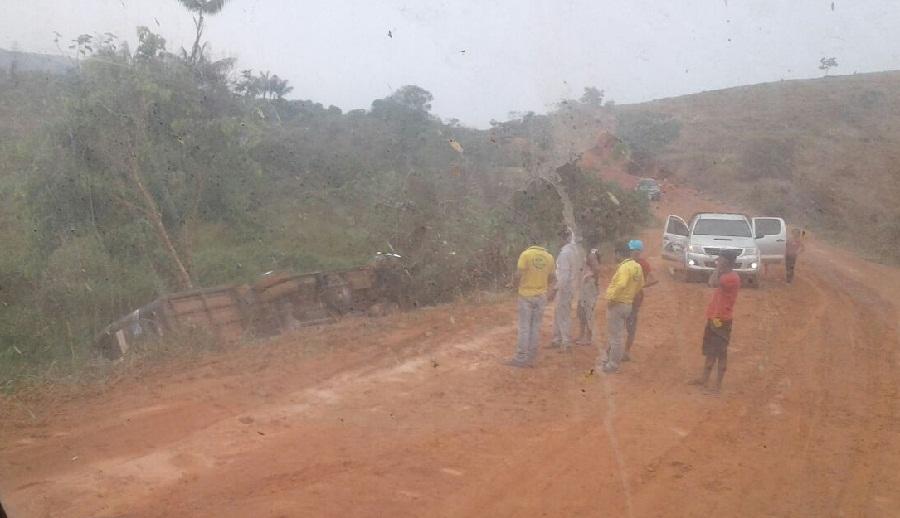 """Transgarimpeira – Micro ônibus da """"Borbure"""" tomba na serra do São Chico"""