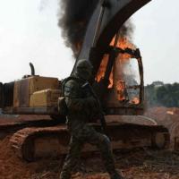 Procuradores querem que Ibama inutilize ou destrua máquinas utilizadas em crimes ambientais dentro de terra indígena