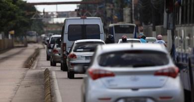 Os proprietários de veículos com placas de finais 00, 10, 20 e 30 que ainda não regularizaram o licenciamento de 2016 têm até esta sexta-feira (18) para evitar o pagamento de multa. Na foto, movimentação de veículos na avenida Almirante Barroso.  FOTO: CRISTINO MARTINS / ARQUIVO AG. PARÁ DATA: 17.11.2016 BELÉM - PARÁ