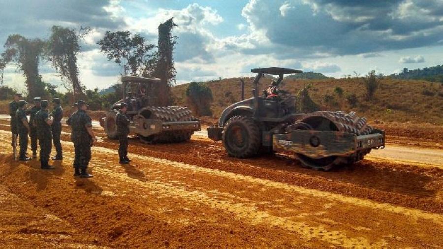 BR 163 -Exército garante a trafegabilidade na rodovia federal do Pará