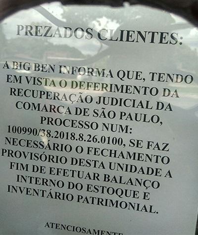 Placa na porta da Big Ben na avenida Júlio Cezar avisa que a unidade ficará fechada provisoriamente (Foto: Alice Martins Morais/Diário do Pará)